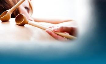 massage aux accessoires sensoriels chez yonko spa dans le 42